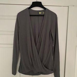 NWT Xersion Gray Wrap Jersey Top in Medium